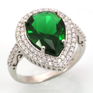 srebrny pierścień ze szmaragdem