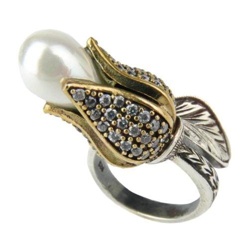 Sułtański pierścień - odwrócone tulipany z perłą