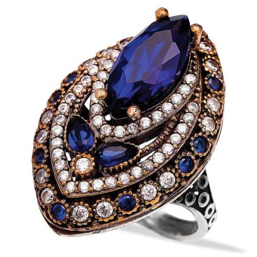 Wielki pierścionek w kształcie łezki z szafirami i cyrkoniami