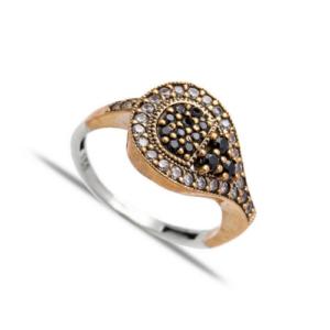 Delikatny srebrny pierścionek z czarnymi cyrkoniami