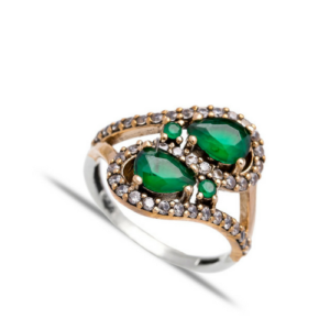 Delikatny srebrny pierścień ze szmaragdem