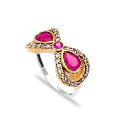 Delikatny pierścień z rubinami i cyrkoniami