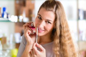 Perfumy - czy na każdym pachną tak samo?