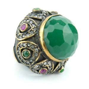 Orientalny pierścień z kamieniem szmaragdowym