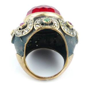 Pierścień orientalny z kamieniem w kolorze rubinu