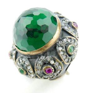 Pierścień orientalny z kamieniem szmaragdowym