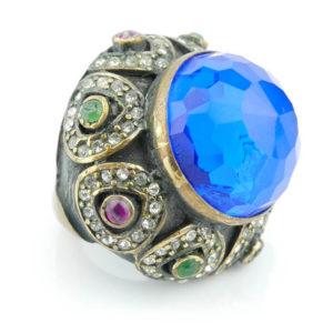 Pierścień z szafirowym kamieniem