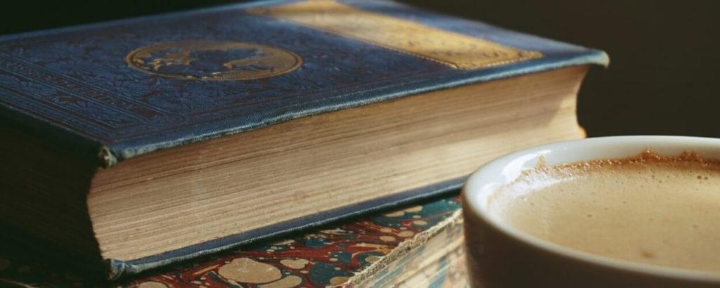 stare książki z literaturą orientalną