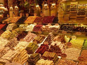 Słowo bazar pochodzi z języka tureckiego