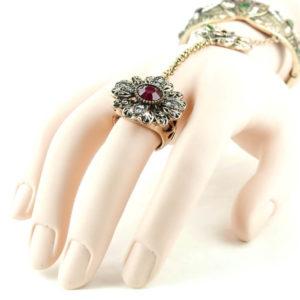 Bransoletka z łańcuszkiem na palec