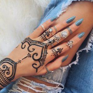 Orientalne ozdoby na dłonie