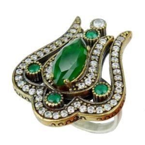 Pierścień srebrny ze szmaragdem i cyrkoniami