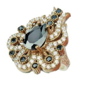 Srebrny pierścień z onyksem i cyrkoniami