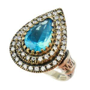 Srebrny pierścionek z topazem błękitnym