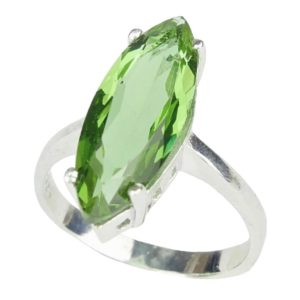 Elegancki srebrny pierścień z zultanitem