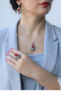 Kupowanie biżuterii przez internet - o czym warto pamiętać
